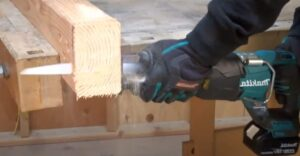 electric hand saw for cutting wood
