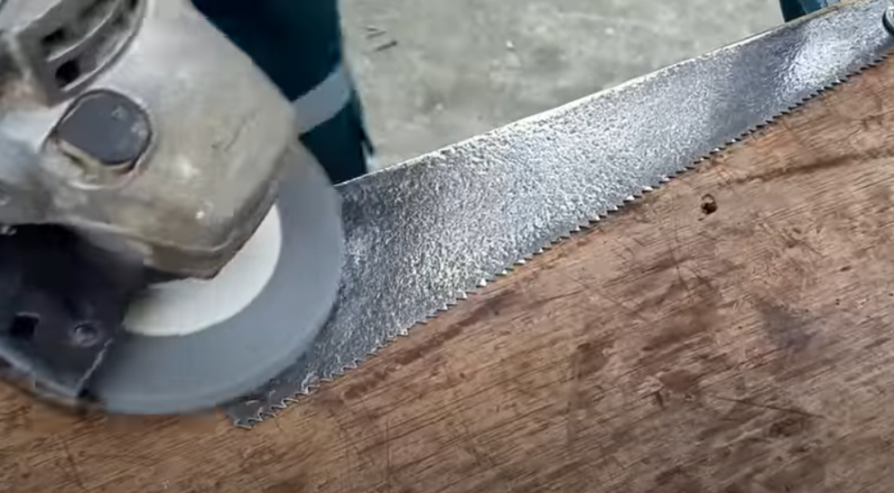 Restoration saw by a simple method